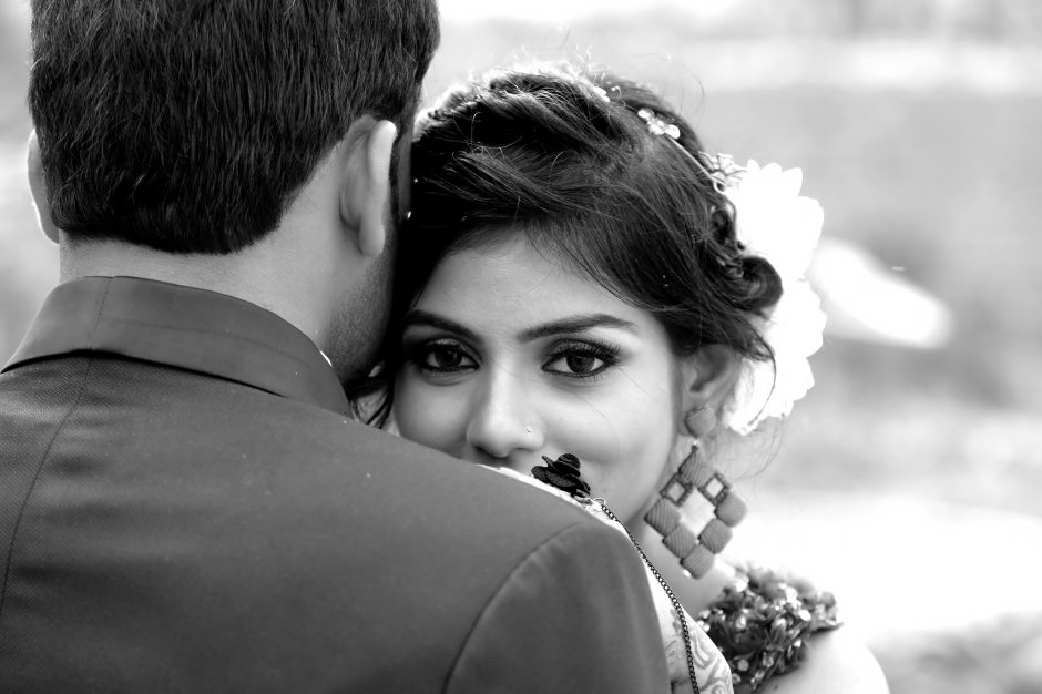 affection-black-and-white-blurred-background-936554.jpg